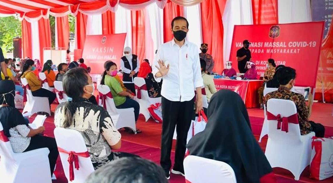 Presoden Jokowi mengapresiasi antusiasme masyarakat kota blitar di vaksinasi covid-19